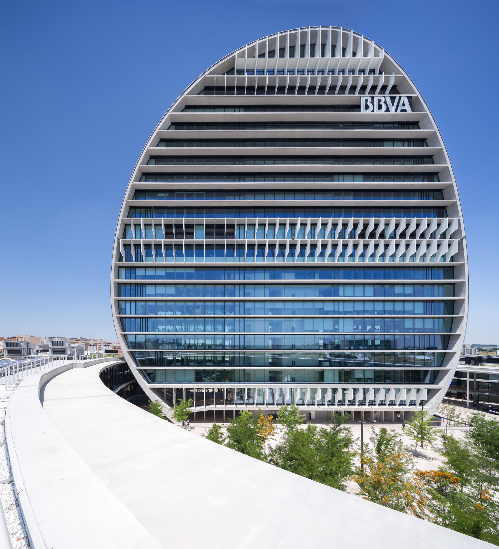 https://shareholdersandinvestors.bbva.com/wp-content/uploads/2017/05/BBVA-HEADQUARTERS-MADRID-040.jpg