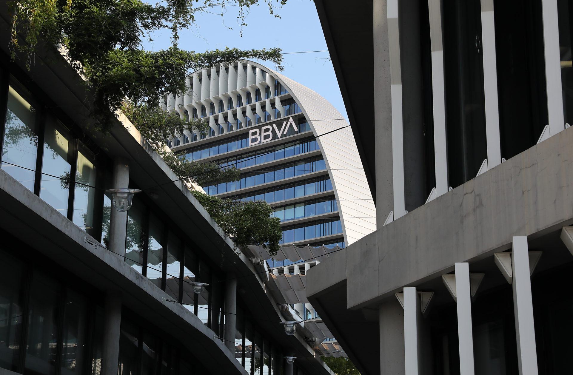 https://shareholdersandinvestors.bbva.com/wp-content/uploads/2020/01/ciudad-bbva-vela-logo-bbva-1920x1257.jpg